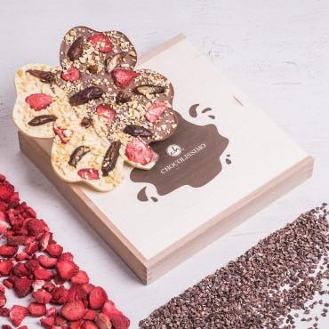 ChocoKleeblatt mit Erdbeeren, Datteln und Zitronenstücken